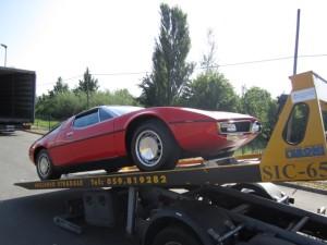 Soccorso stradale a Modena H24. Carroattrezzi con Ferrari Rossa caricata
